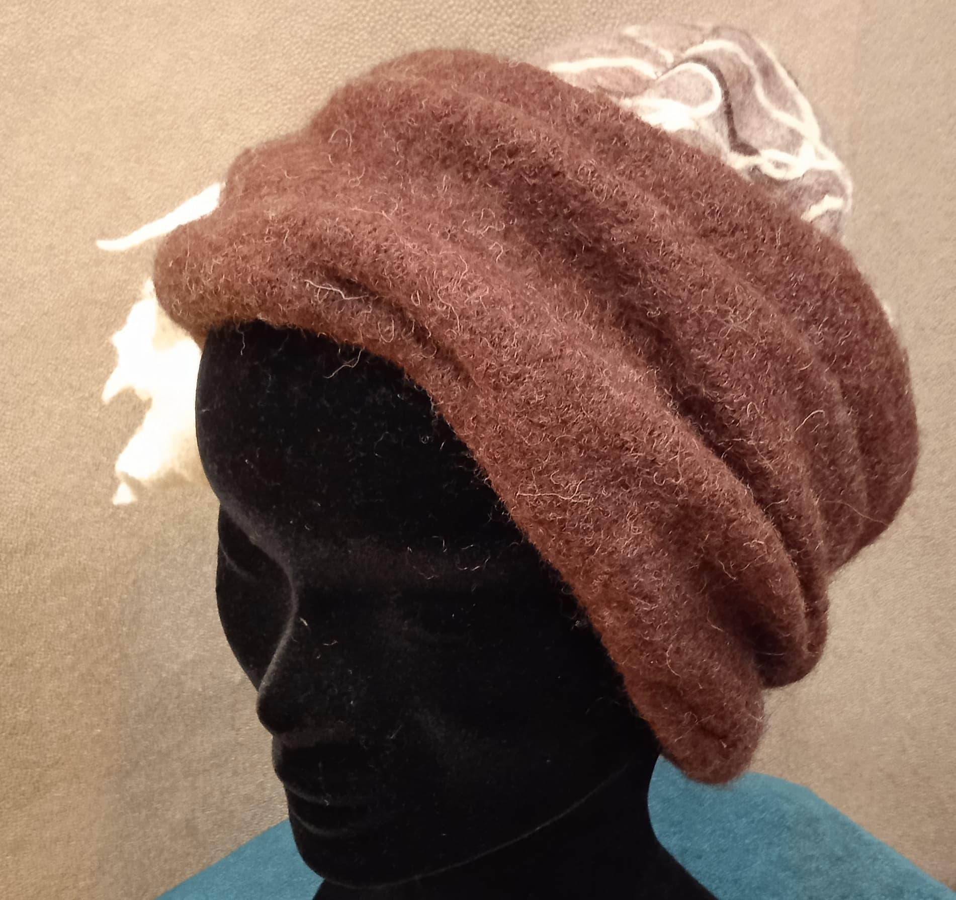 bonnet laine bouillie et brodée «zoé»